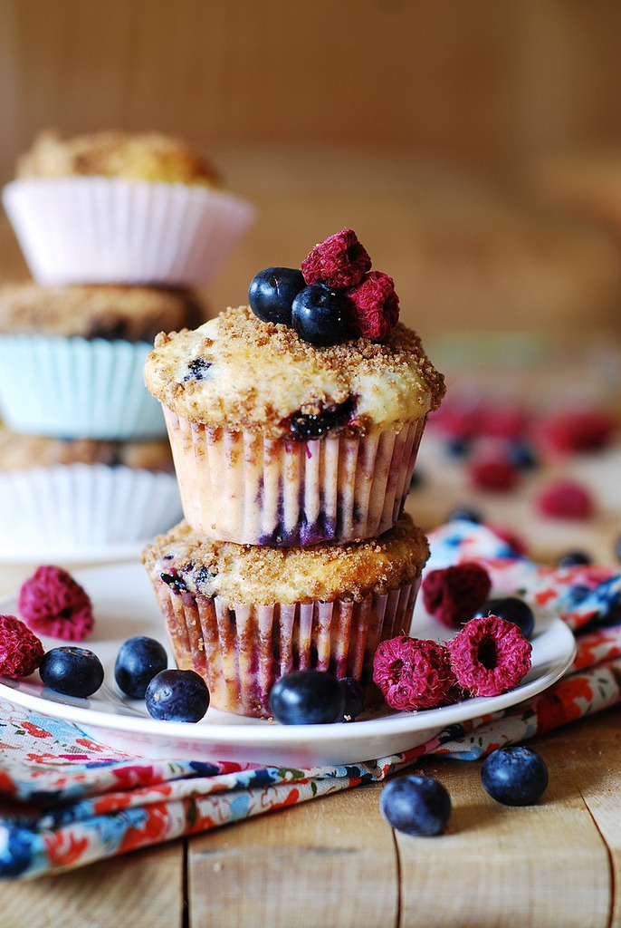 Recipe: Mixed Berry Yogurt Muffins