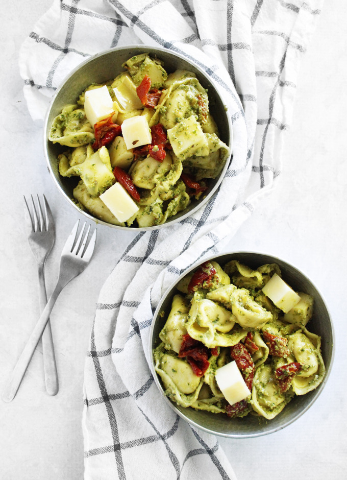Avocado pesto tortellini salad