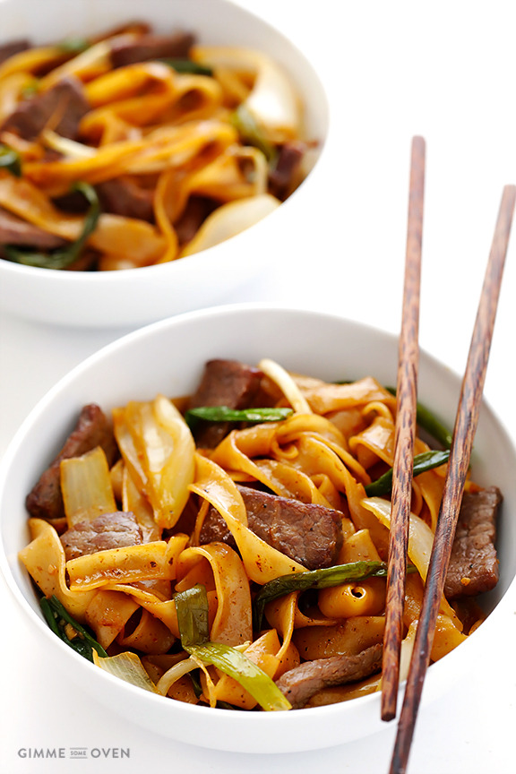 Beef chow fun (beef and noodles stir fry)